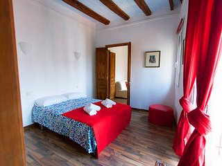 Traditional flat in Poble Sec, near ramblas