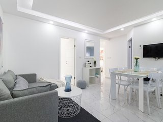 Renovated White 4BR front Mamilla mall, Jerusalén