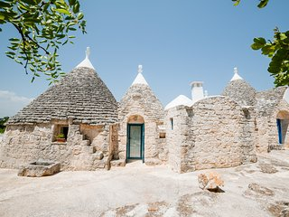 Trulli TreCasiedde: a holiday of enchanting wellbeing