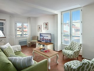 SunlightProperties Eden - Gorgeous 2 bed apt in Old Town with rooftop views