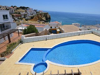 STUNNING OCEAN AND VILLAGE VIEW TOWN HOUSE, Carvoeiro