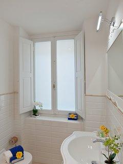 WHITE IRIS FLORENCE APARTMENT  Bathroom