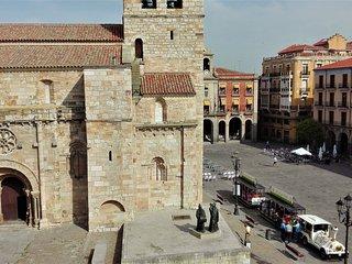 APARTAMENTO EN PLAZA MAYOR FRENTE A LA IGLESIA ROMANICA DE SAN JUAN, Zamora