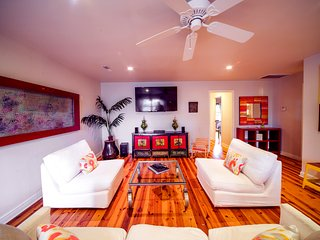 Designer Rental By The Beach - Unit A / 2 Bedroom