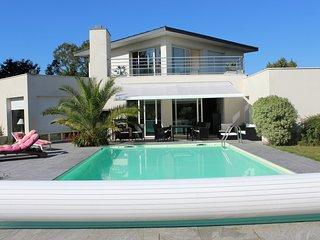 Grande maison de vacances avec piscine privee sur golf