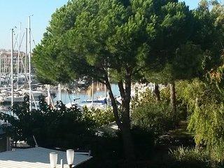 Joli studio vue mer dans residence de standing avec piscine