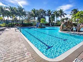 NEW! 2BR+Den Naples Condo w/Resort-Style Amenities