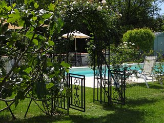 Les Mimosas - Sunny holiday villa with beautiful heated salt chlorinated pool