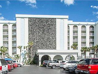 Daytona Seabreeze On The Ocean!-Popular Furnished 1bd condo-*5/28-6/2& July 9-15, Daytona Beach
