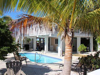 Absolutely Amazing 3 Bedroom on the Water with  a Swimming Pool!!!!!, Summerland Key