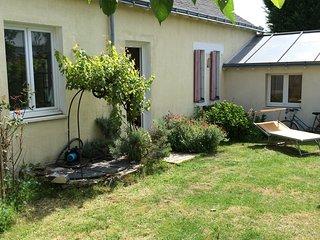 Petite maison lumineuse avec jardin, proche du tramway, stationnement gratuit, Nantes