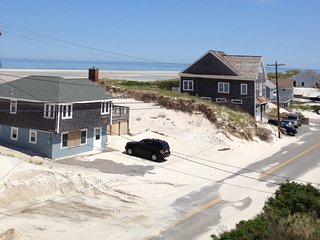 Beautiful Luxury 4 BR Home Across the Street From Gorgeous Cape Cod Bay Beaches, Dennis