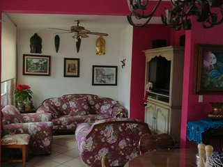 Near downtown, Entire, House Large 2bd one floor,, Morelia