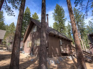 Adorable Cabin just minutes from Diamond Peak ~ RA45149, Incline Village