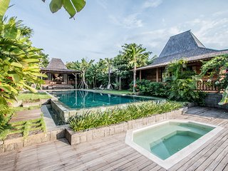 Marika Sawah 6 Bedroom Villa, Rice Field View, Feature Pool and Gardens, Canggu