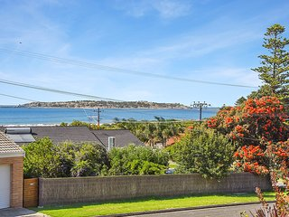 Sea-Lily - Panoramic Sea and Island Views and an Easy Walk to Victor Harbor