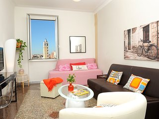 Bright home with great view, WI-FI A/C. Near Metro & Airport train.