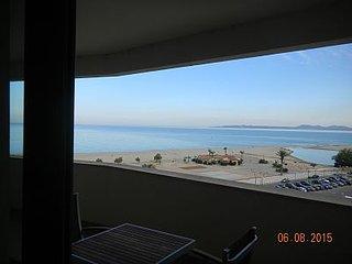 Apartamento 3 habitaciones, primera línea de mar