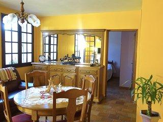 petite maison  avec terrasse et jardin entièrement meublé indépendante sans vis, Digne les Bains
