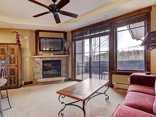 Fantastic Ski in Ski Out Location-Sizable Luxury Condo-Guest Shuttle