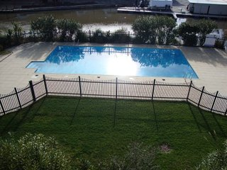 Modern two bedroom, two bathroom, spacious Duplex apartment with swimming pool., Port-Grimaud