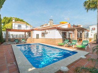NERJA CITY CENTER.4 BEDROOMS,PRIVATE SWIMING POOL AND GARDEN.