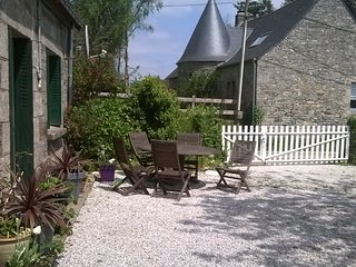 Farmhouse near Guerledan lake, private gardens, Cleguerec