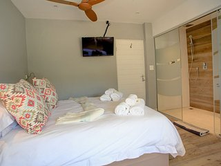 Luxury Room 3 - Pearl Moon Boutique Self Catering Suites, Wilderness