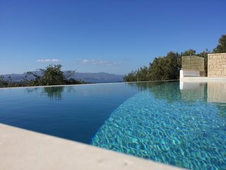 Exclusive luxury villa with infinity pool & seaview, 6 bedrooms,wifi,BBQ