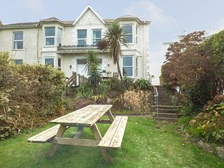 APARTMENT 1 LLEWELLAN, one bedroom ground floor apartment, pet-friendly, shared enclosed garden, WiFi, St Ives, Ref 22769
