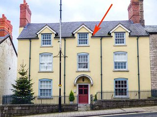 THE APARTMENT AT CLWYDIAN HOUSE, Grade II listed, WiFi, fantastic base for walkers, in Denbigh, Ref 925257