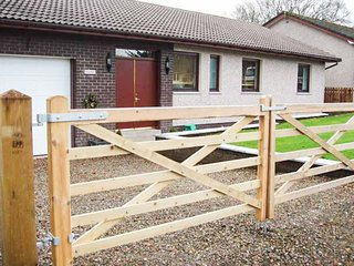 MOUSEBANK, all ground floor, countryside setting, garden with patio, Forth, Ref 925814