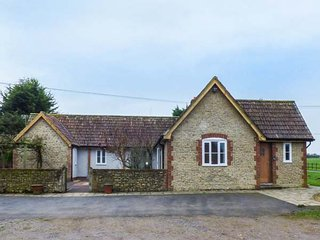 THE FARM HOUSE, all ground floor, woodburner, lawned gardens, fantastic base