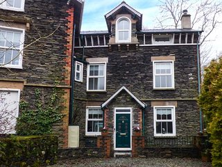 MOSS COTTAGE, wonderful family accommodation, woodburner, decked garden, close to amenities, in Windermere, Ref 947633
