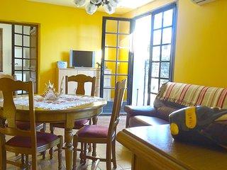 petite maison  avec terrasse et jardin entierement meuble independante sans vis