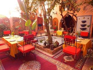 Riad  avec 11 chambres à Marrakech, avec piscine , terrace et trés beau patio