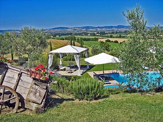 I Girasoli, private villa with 7 bedrooms close to Cortona, Cignano