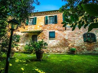 Private villa with pool near Cortona, Villa I Girasoli
