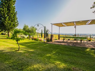 Private villa with pool near Cortona, Villa I Girasoli
