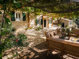 CASTELLI FAMILY HOUSE - TRADITIONAL STONE MAISONETTE