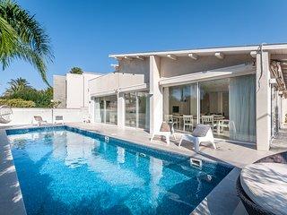 Magical Villa front of Beach, Herzlia
