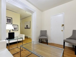 Comfortable 3BR/1BA for 6 people in Midtown East, Chrysler Building, etc