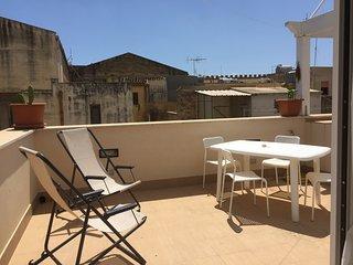 appartamento con terrazza su due livelli, Mazara del Vallo