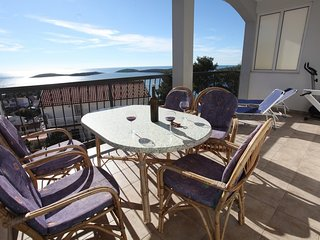 Apartment Theresa-beautiful sea view - discount April-May, Hvar