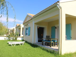 2 BEDROOM HYACINTH VILLA - walk to the beach