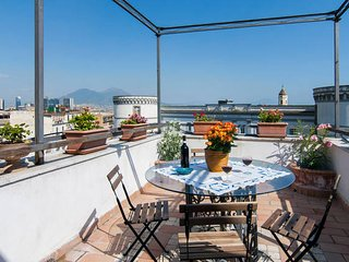 Le antiche torri ~ a romantic terrace in Naples!