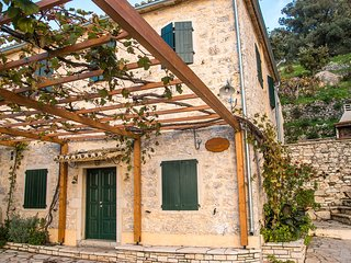 Castelli Cottage - Traditional Stone Guesthouse