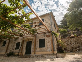 Castelli Cottage - Traditional Stone Guesthouse, Acharavi