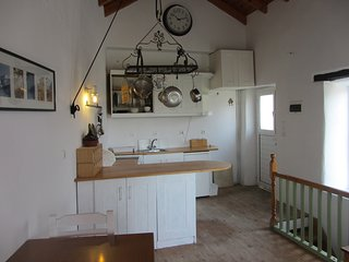 VINE COTTAGE - CHARACTERISTIC VILLAGE COTTAGE - easy distance to all amenities