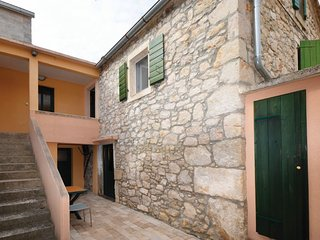 Traditional Dalmatian house, Sutomiscica